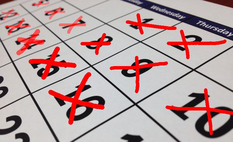 kalender mit roten x an den tagen