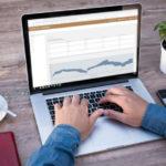 marktpreise laptop tisch kaffee tippen
